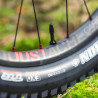 VTT électrique Moustache Samedi 27 Trail 8 pneu Maxxis Rekon