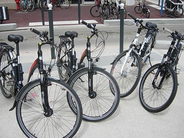 Cyclable-On avance_Vélos à assistance électrique en location BH Emotion