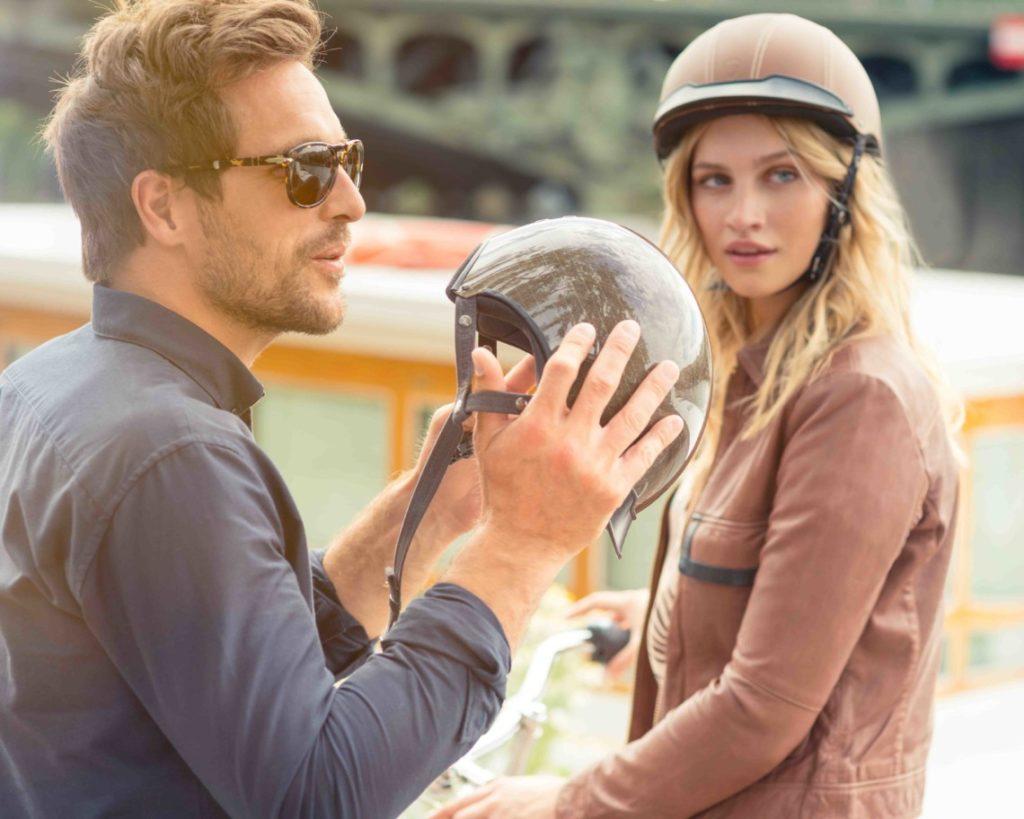 Homme et femme avec un casque de vélo Egide