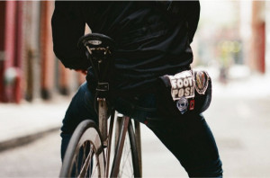 chrome-hip-pouch-velo