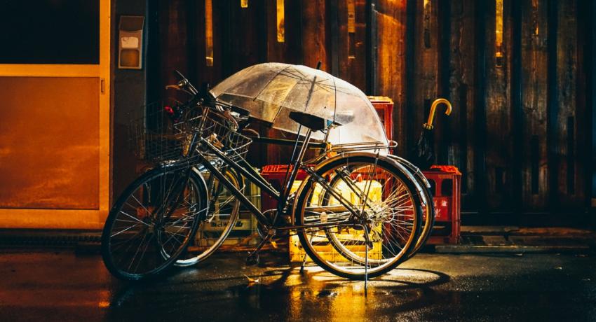 A vélo sous la pluie