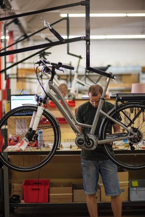 Montage moteur vélo électrique en usine