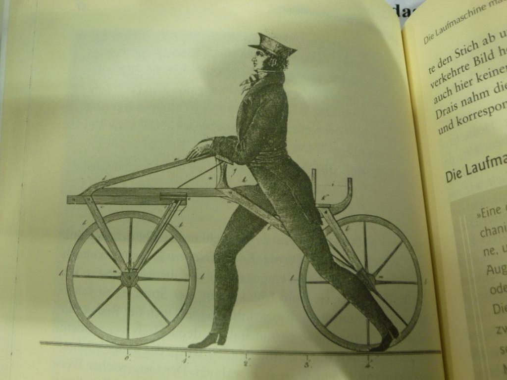 Illustration montrant karl drais sur sa draisienne