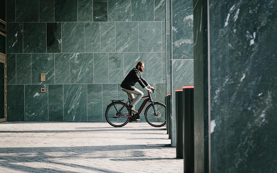 cycliste sur un vae integrale kalkhoff