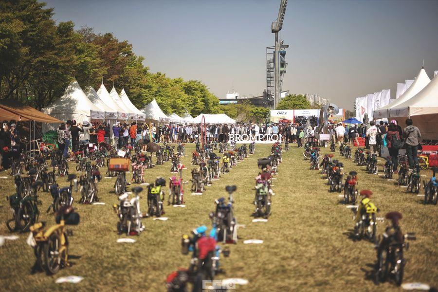 Vélos pliants Brompton lors d'un rassemblement de la marque