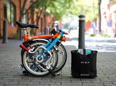 Vélo pliant Brompton avec sacoche