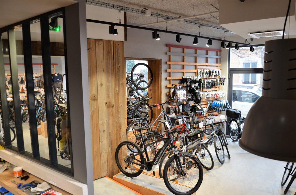 Intérieur boutique velo Cyclable et atelier de réparation
