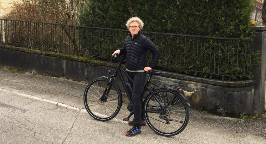 Aurélie, de Cyclable entreprises, avec son vélo