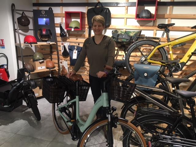 Céline dans le magasin Cyclable Nantes