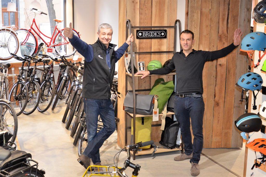 Equipe du magasin Cyclable la Garenne à l'intérieur du magasin
