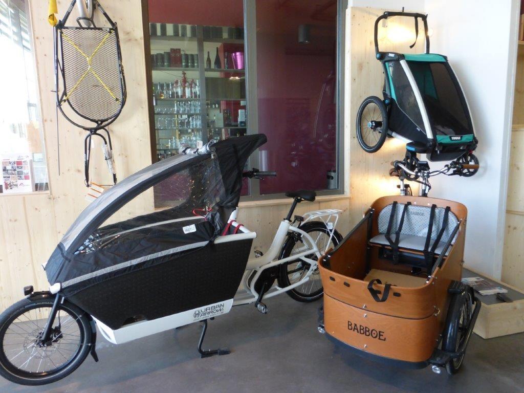 vélo cargo urban arrow et triporteur babboe dans le magasin de Montpellier Sud Cyclable