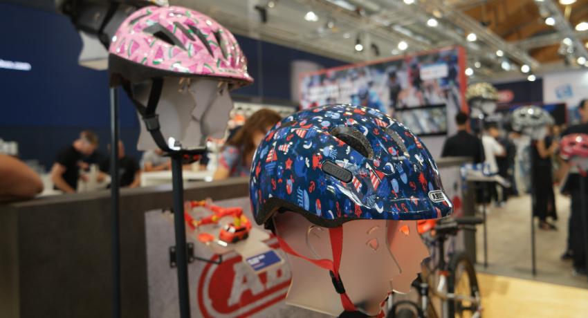 Présentation des casques enfants Abus Smiley salon Eurobike 2018