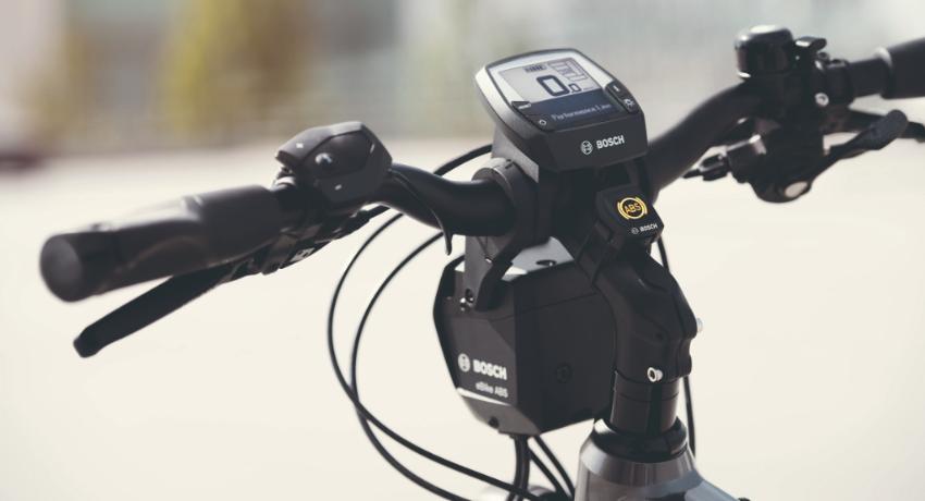 Gros plan sur freinage vélo électrique ABS Bosch
