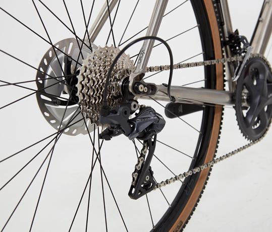 Transmission Shimano Altergra sur vélo Genesis Croix de Fer TI 2019