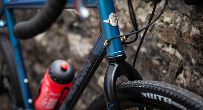 Vélos gravel Genesis Croix de Fer 2019 en situation en ville et sur route