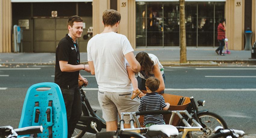Vélos cargos exposés à l'extérieur pendant journée vélo cargo à Lyon