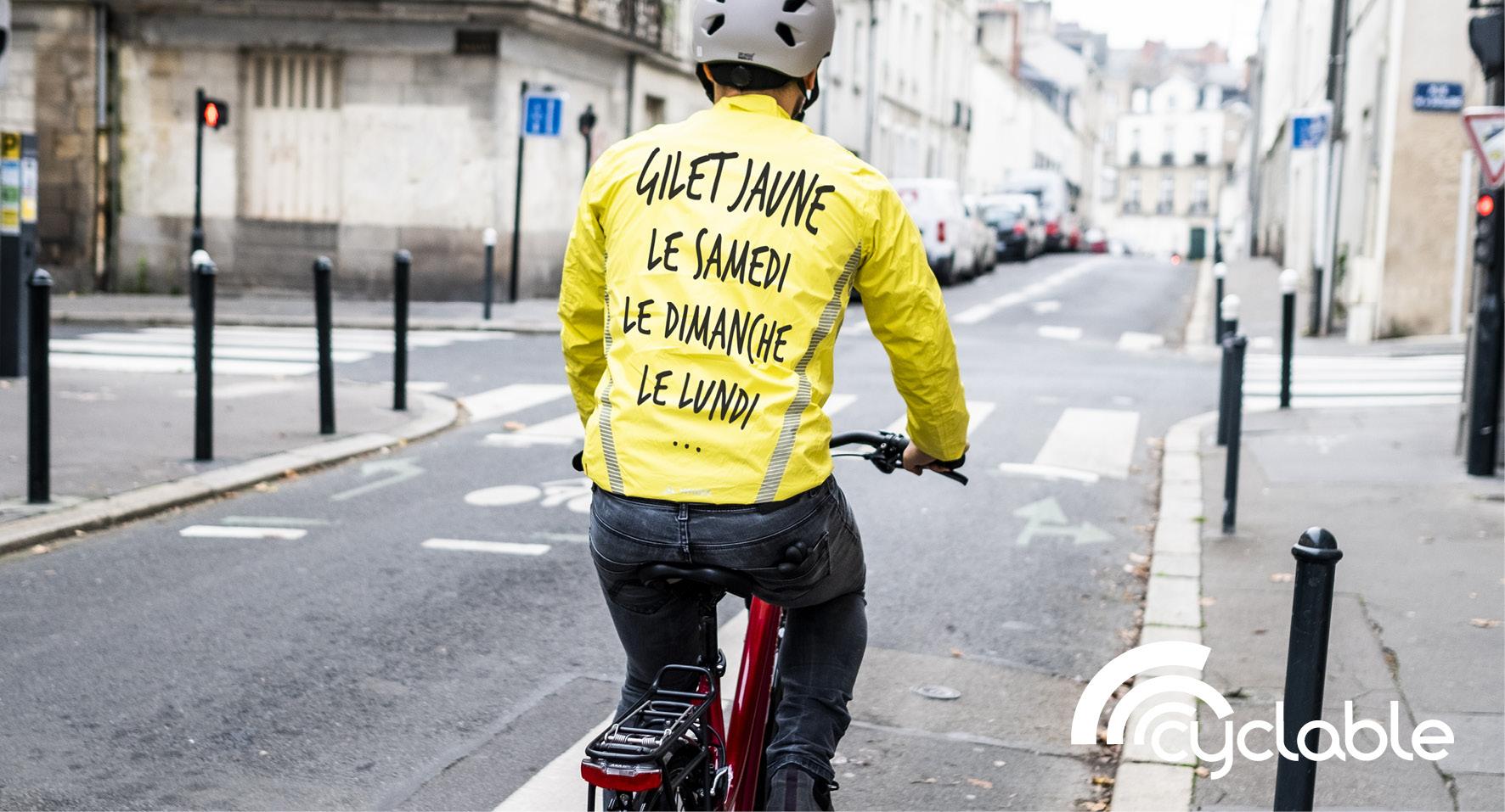 Cyclistes et gilets jaunes