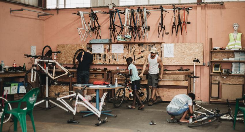 Atelier de réparation participatif vélo à Cayenne