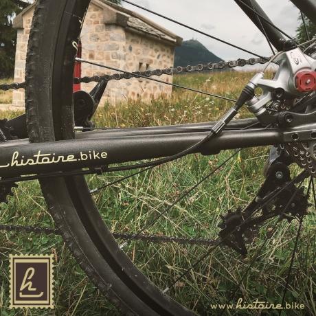 Différentes vues de vélos randonnée Histoire Bike
