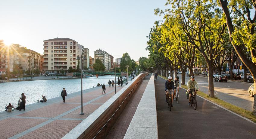 Piste cyclable sur des quais, en ville