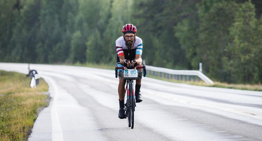 Clément sur son vélo gravel équipé bikepacking