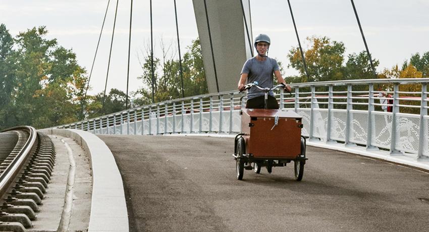 Livreur à vélo sur un triporteur en Alsace