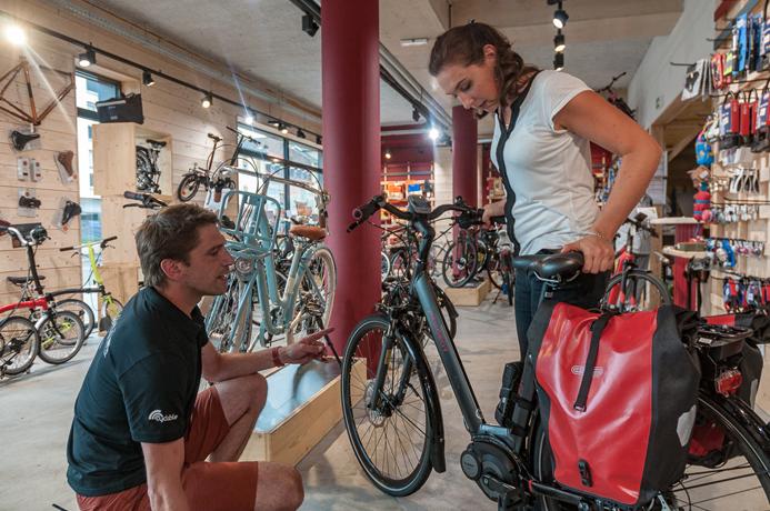 Entretien d'un vélo électrique en magasin