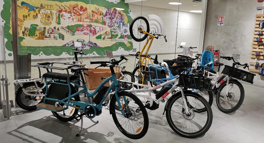 Vélos cargos dans le magasin Cyclable Auchan Cloche d'Or