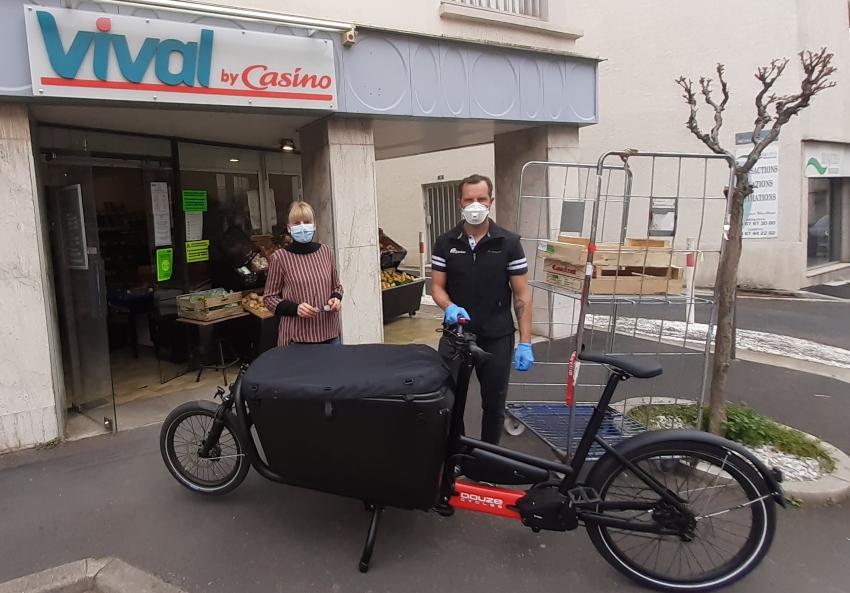 Covid-19: un vélo cargo pour assurer les livraisons de coursesdespersonnesvulnérables
