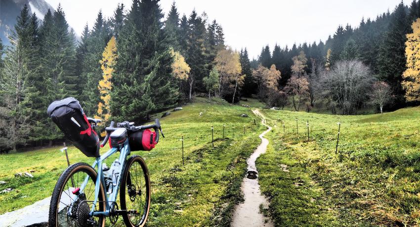Bikepacking, le succès grandissant du voyage à vélo minimaliste
