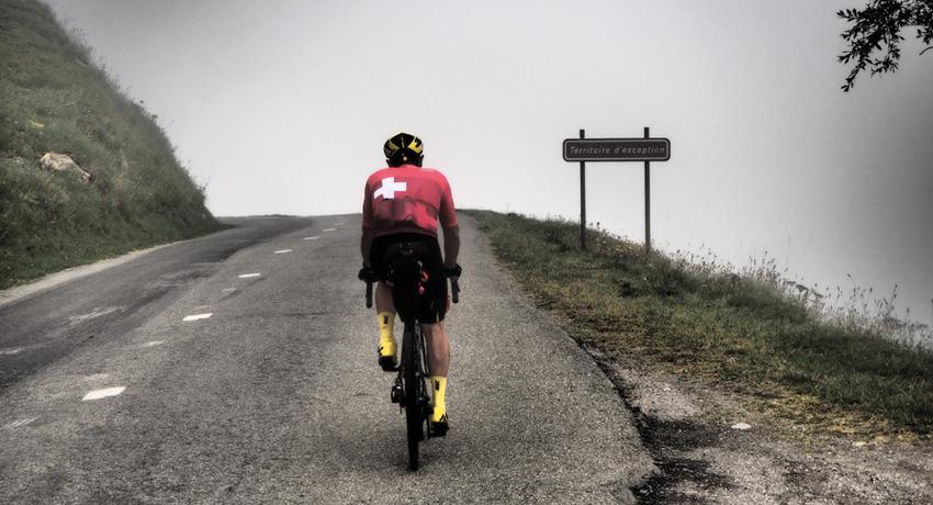 Luc Royer à vélo gravel ultra léger