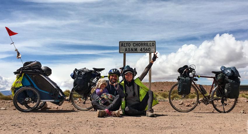Traverser la Cordillère des Andes à vélo avec son bébé d'un an
