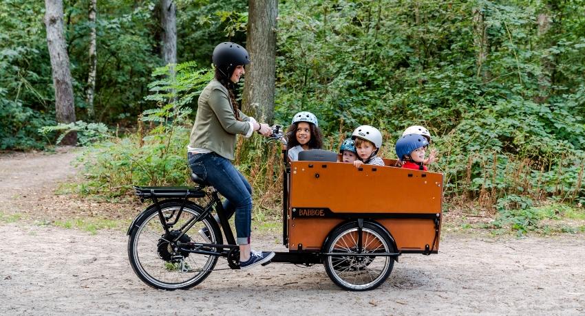 Triporteur avec 5 enfants