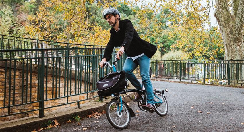 François et son inséparable vélo pliant Brompton