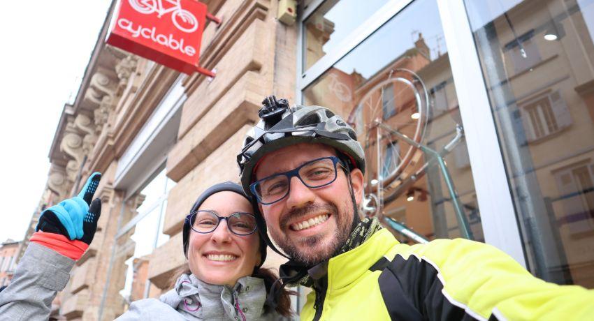 Aurélie et Marco devant Cyclable Toulouse